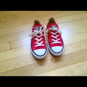 ⭐️Converse junior all star low rise red sneakers.